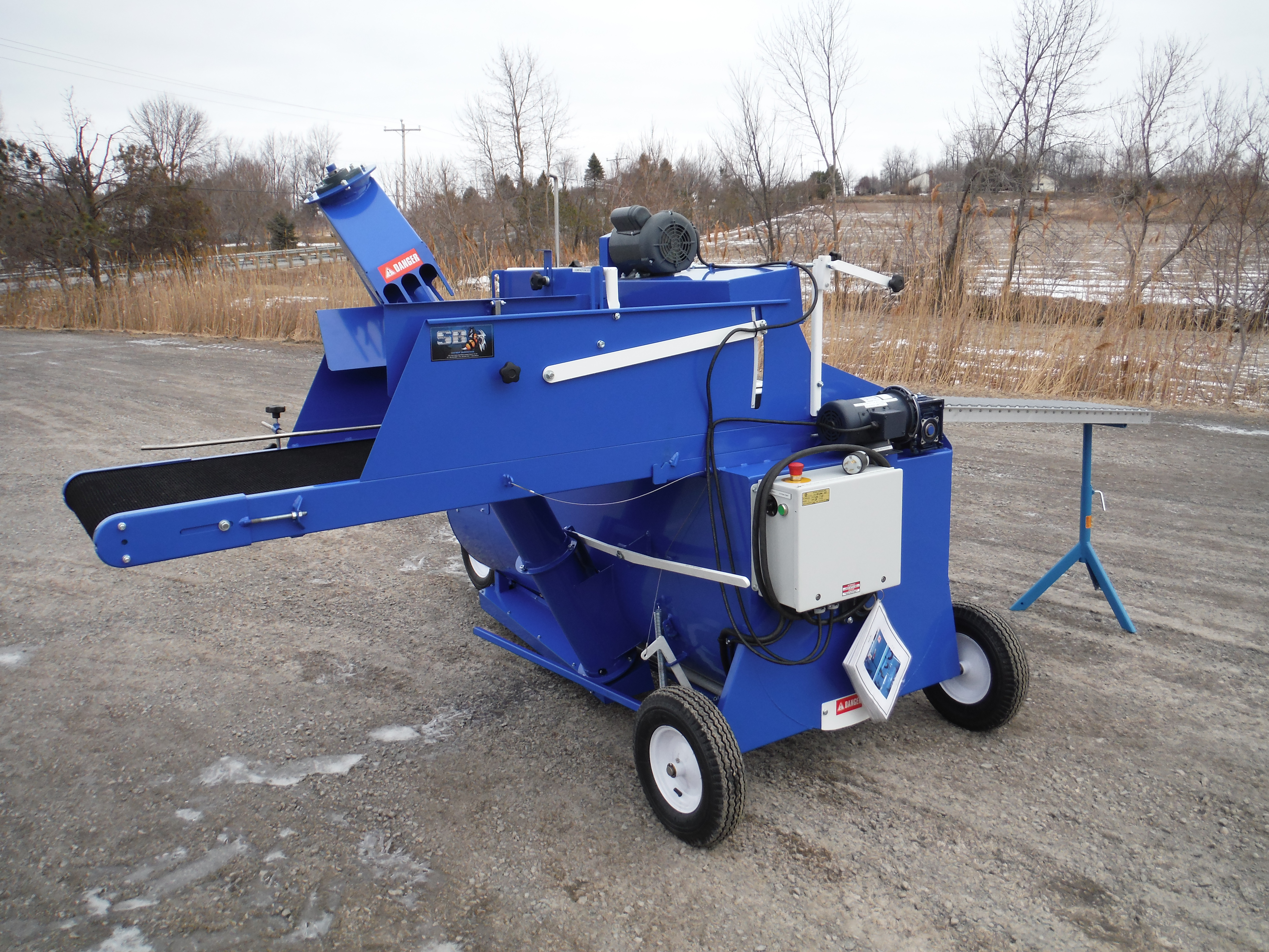 SB 01 bale breaker, one yard mixer and automatic filler